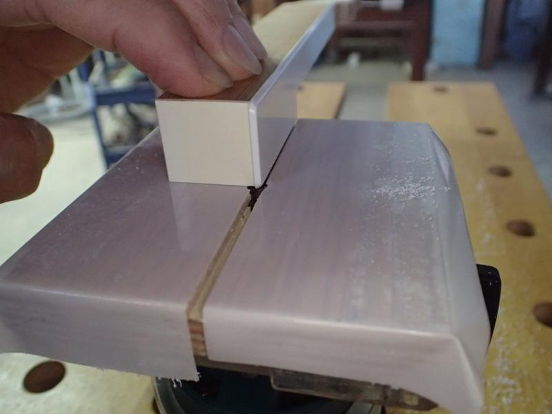 9.白鍵のはみ出しを削る