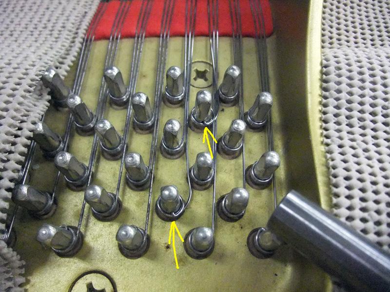 弦をチューニングピンに掛ける