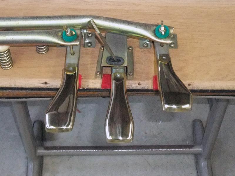 岡本ピアノ工房ピアノクリーニング ペダル磨きafter