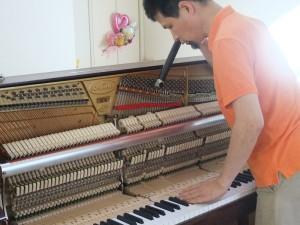 ピアノ調律中