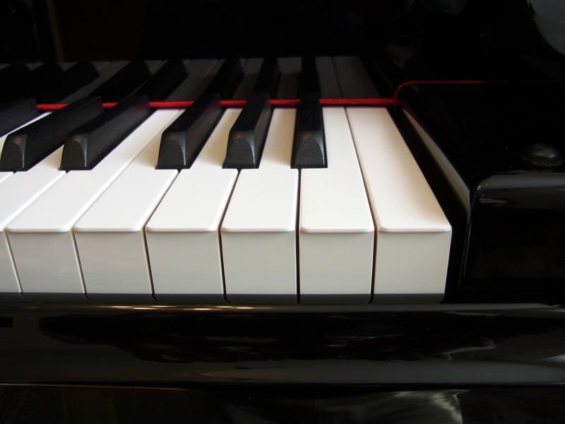 ピアノに取り付けて完成