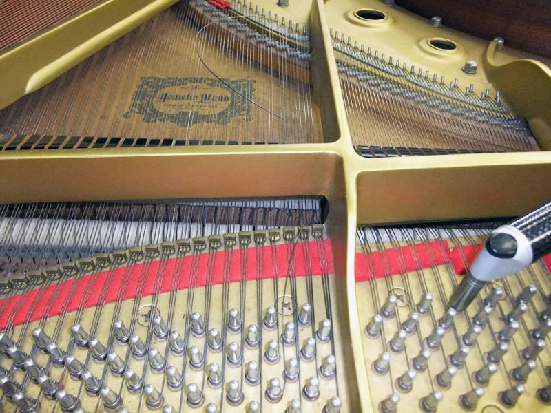 ピアノの弦が切れた様子 断線弦 切れた弦