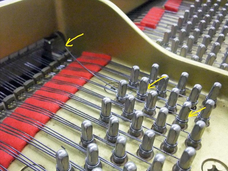 ピアノの弦が切れている